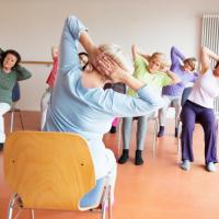 senior femme yoga